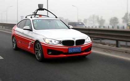 China manda parar carros autónomos