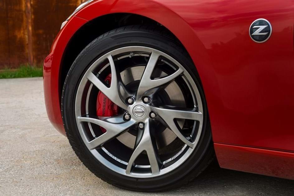 Nissan 370Z: espécie em vias de extinção