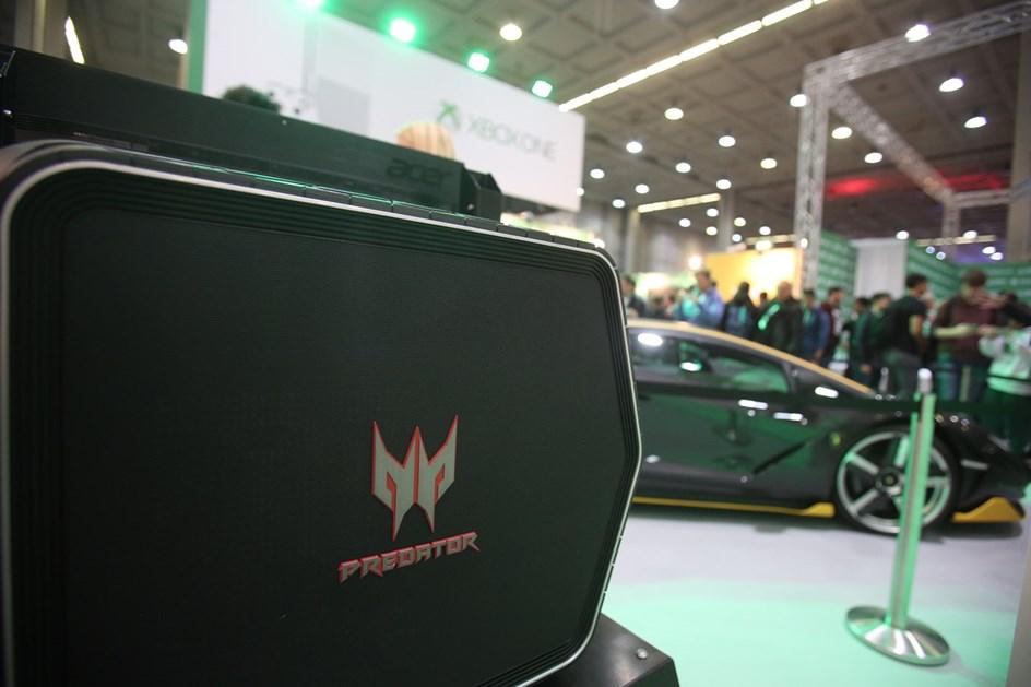 Lamborghini Centenario é estrela em feira de videojogos