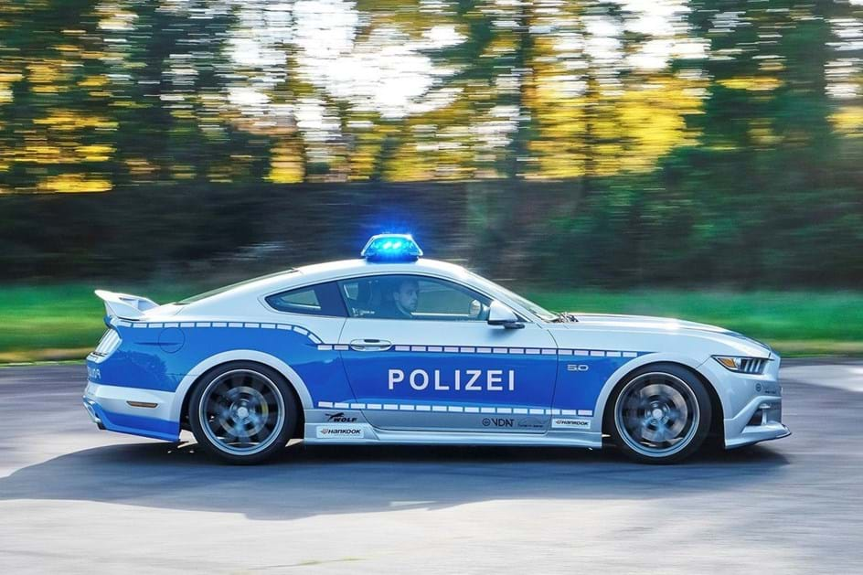 Polícia alemã mostra Mustang V8 GT
