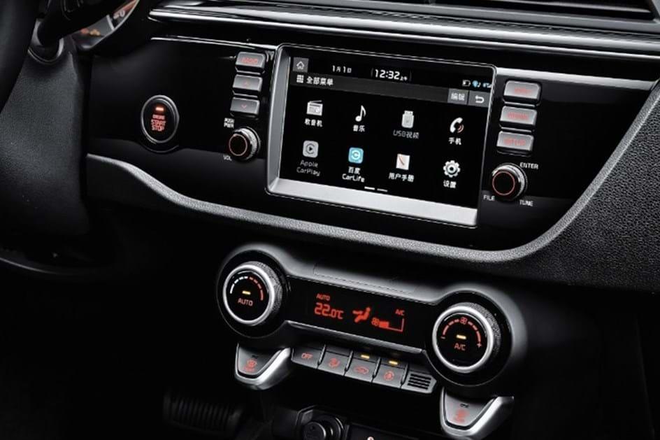 Novo Kia Rio Sedan faz estreia na China
