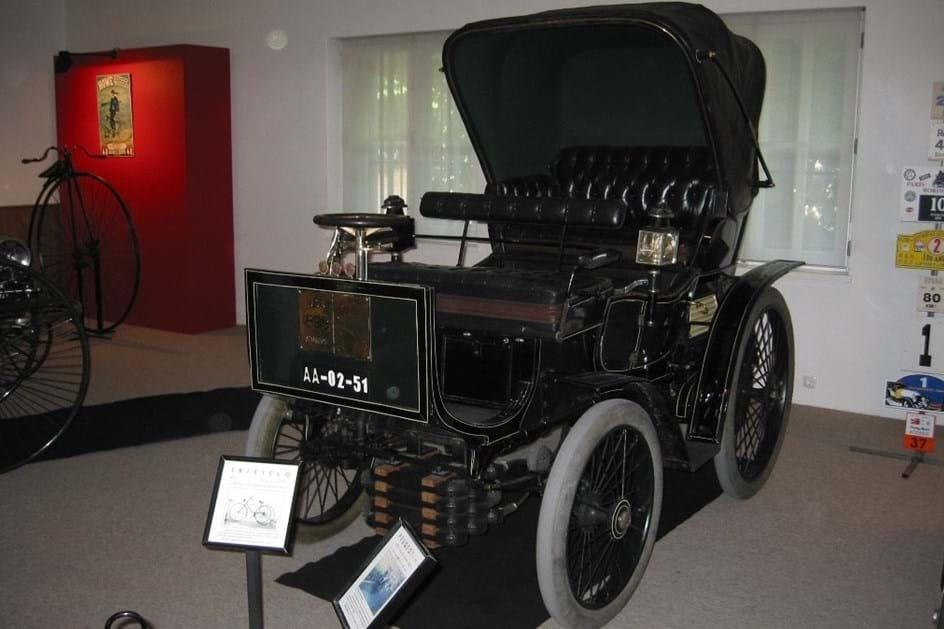 HOJE HÁ 51 ANOS: Peugeot 19 do lixo para o museu do Caramulo