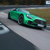 """Mercedes AMG GT R faz """"tempo canhão"""" em Nürburgring"""