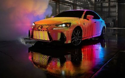 Lexus mostra IS coberto com quase 42 mil luzes LED