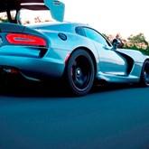 """Há uma campanha de """"crowdfunding"""" para levar o Dodge Viper ao Nürburgring"""