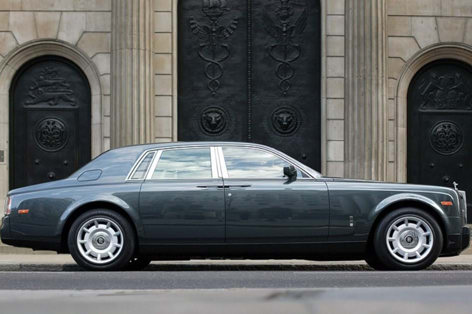 HOJE HÁ 14 ANOS: O primeiro Rolls Royce da BMW