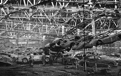 HOJE HÁ 60 ANOS: Fogo destruiu a fábrica da Jaguar em Browns Lane