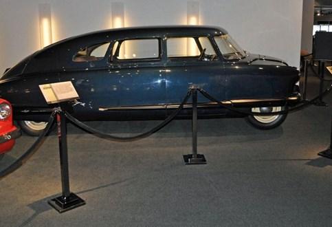 HOJE HÁ 72 ANOS: Scarab Project Y, o primeiro carro em fibra de vidro