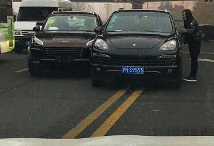 Cópia chinesa do Porsche Macan acerta num Porsche Cayenne… verdadeiro!