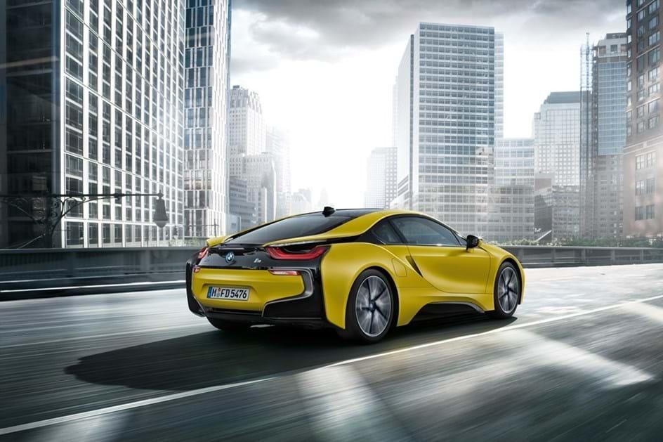 """BMW i8 com dois novos """"sabores"""" em séries especiais"""