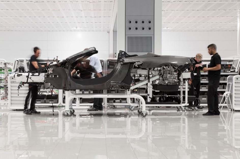 McLaren constrói nova fábrica só de chassis em fibra de carbono!