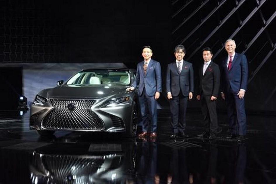 Novo Lexus LS 500h com estreia marcada para Genebra