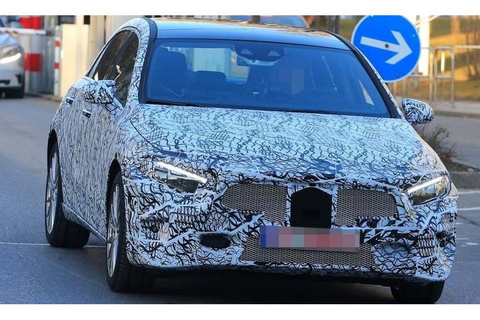 Mercedes acelera a nova geração do Classe A