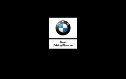 BMW M4 CS desafia paraquedistas