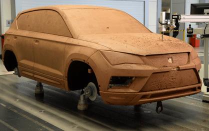 """Oleiro, """"narizes"""", costureiro… O que é preciso para fazer um automóvel?!"""