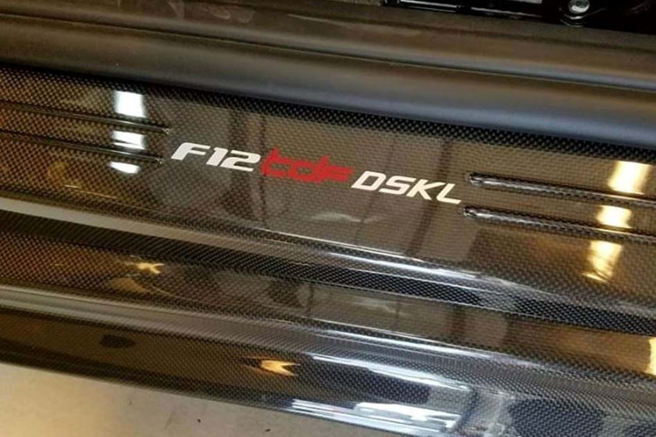 Coleccionador traz Ferrari F12 TdF para acompanhar 250 Lusso de 1964