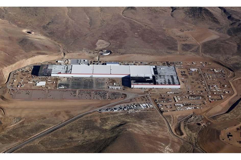Gigafactory da Tesla evacuada após derrame químico