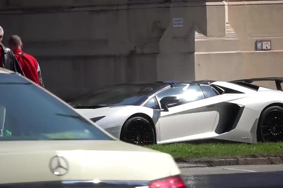 Ribery passeia em Munique de Lamborghini Aventador SV