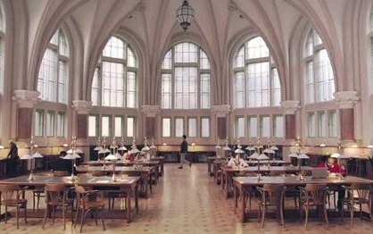 BMW i3 pode até andar em bibliotecas