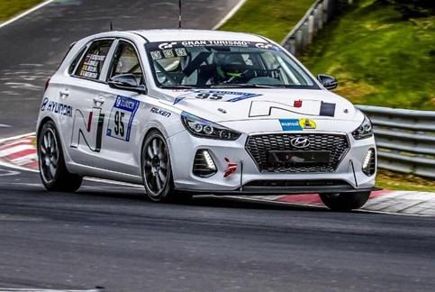 """Hyundai i30 N com """"prova de fogo"""" nas 24 H do Nürburgring!"""