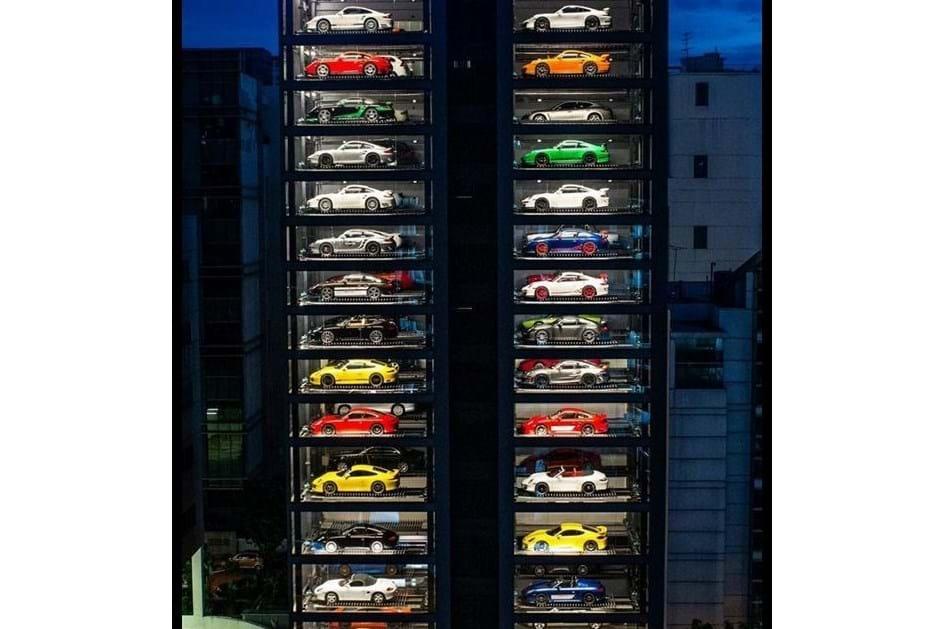 """A maior """"máquina de vendas"""" de carros tem 15 andares!"""