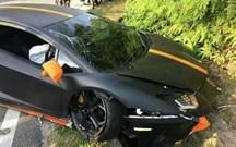 Lamborghini Aventador despista-se na Malásia