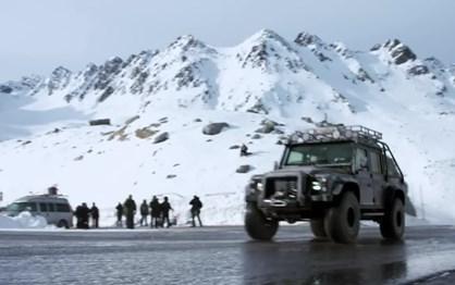 Compre este Land Rover e seja um vilão do James Bond