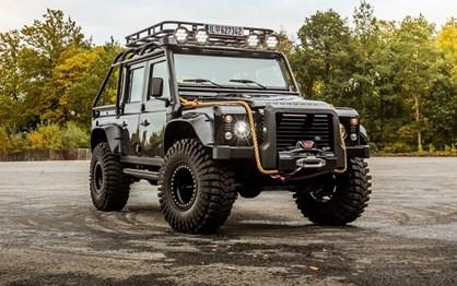 Compre este Land Rover Defender e seja um vilão do James Bond