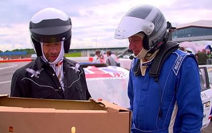 Será que consegue montar um hambúrguer num carro de Rallycross?