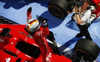 """G.P. Hungria: Imagens da vitória de Vettel e da """"dobradinha"""" da Ferrari"""