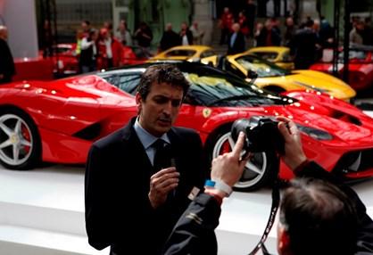 Conheça o homem que escolhe quem pode comprar um Ferrari