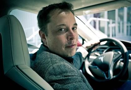 O percurso de Elon Musk até chegar a dono da Tesla