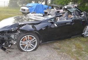 Homem morre em Tesla com Autopilot ligado. De quem é a culpa?