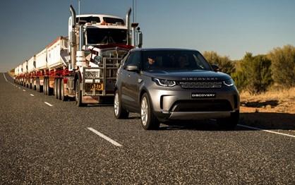 """Land Rover Discovery reboca """"mastodonte"""" para novo recorde!"""