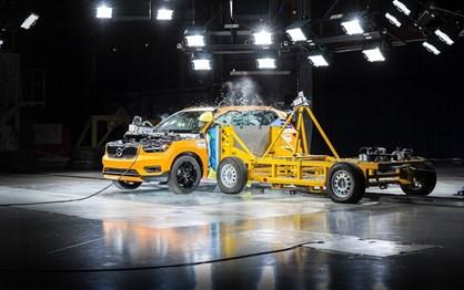 Veja como se comporta o novo Volvo XC40 num exigente crash test