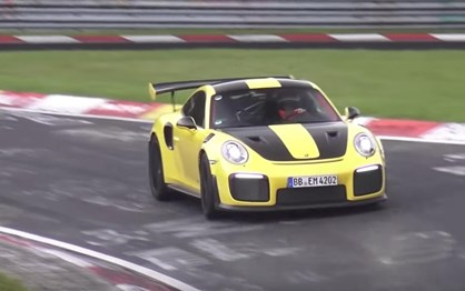 Porsche 911 GT2 RS ataca recorde do Ring da Lamborghini!