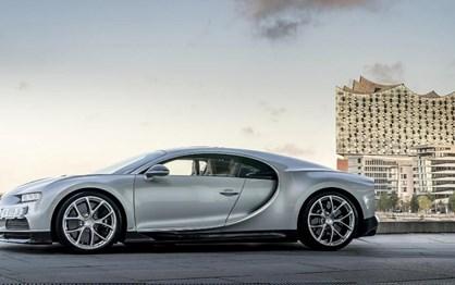 Bugatti celebra quarteto alemão com Chiron prateado