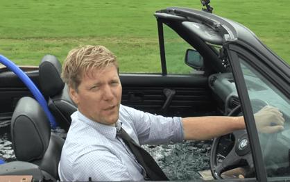 Youtuber transforma BMW numa banheira dirigível com grelhador