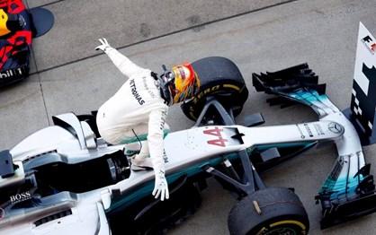 G.P. Japão: Hamilton venceu e já tem mão na taça
