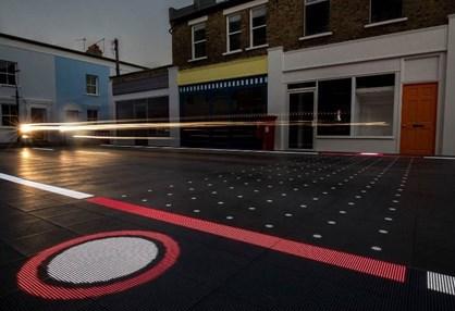 """A """"estrada do futuro"""" é de plástico e emite avisos em LED's!"""