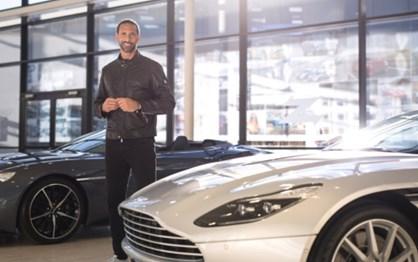Rio Ferdinand é o novo embaixador da Aston Martin