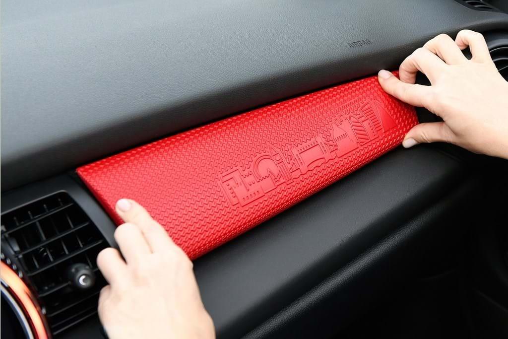a9459614ea01c Para esta inovação, a Mini deitou mão da cada vez mais aperfeiçoada  impressão 3D e das inscrições a laser, podendo personalizar-se as pequenas