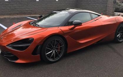 Este McLaren 720S tem uma cor portuguesa e custa… 23 bitcoins!