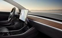 Pára Choques Deste Tesla Model 3 Caiu Ao Fim De 30 Minutos