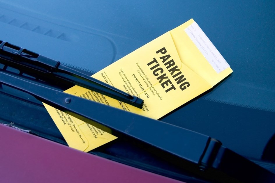 Pagou multa de estacionamento… 44 anos depois de a receber!