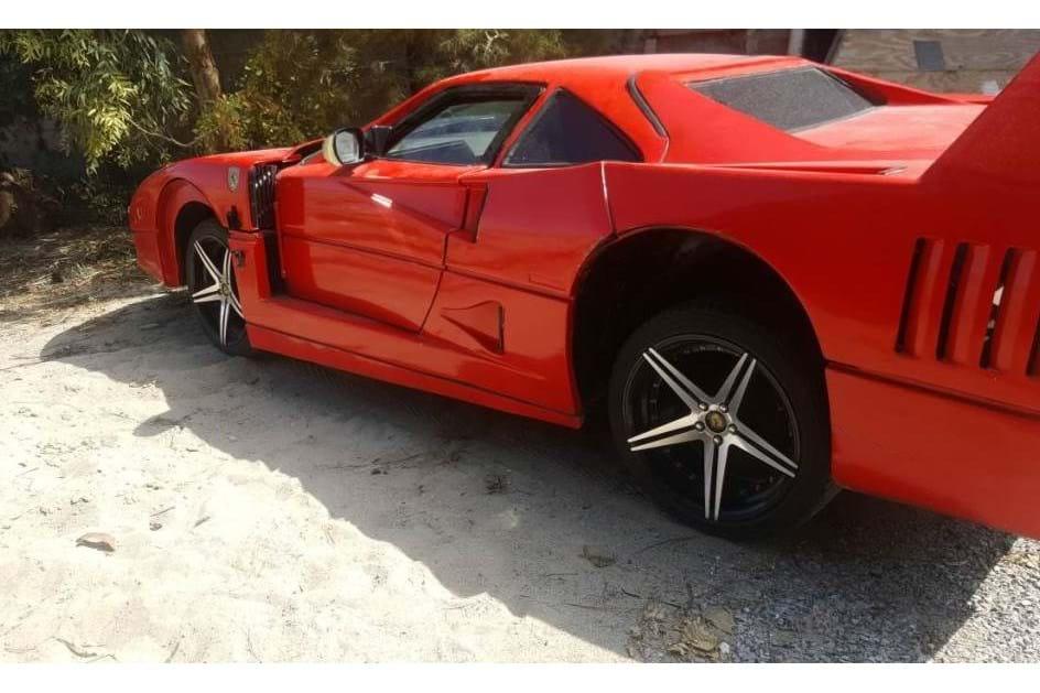 Esta réplica do Ferrari F40 feita com um Nissan Sentra é… ridícula ... 58fbab26c9dca